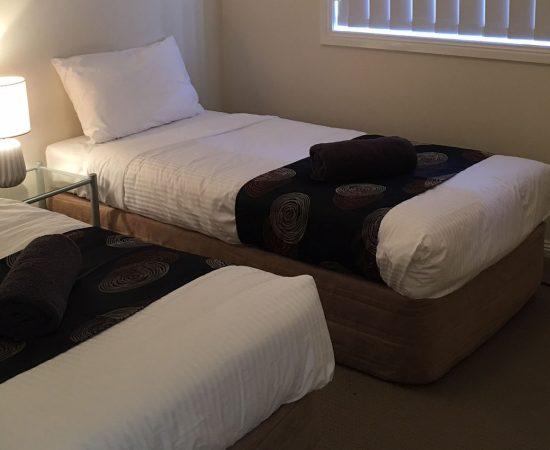 Melton Motor Inn - apartment bedroom 3a