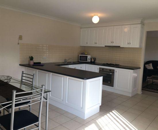 Melton Motor Inn - apartment kitchen