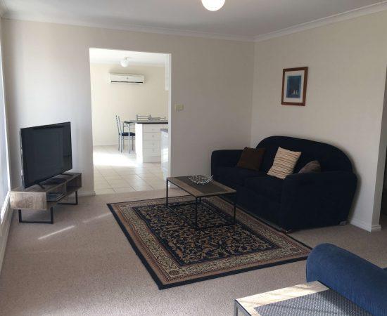 Melton Motor Inn - apartment lounge
